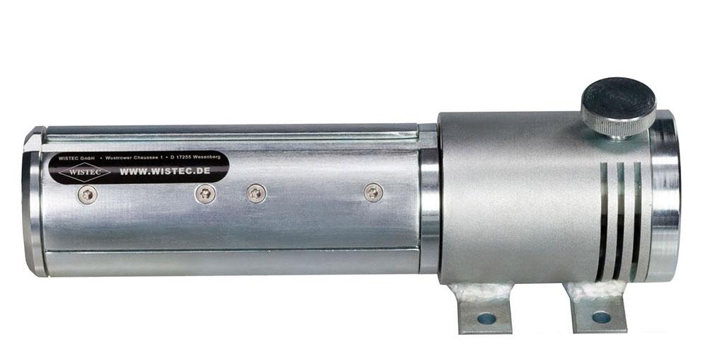 WISTEC 75 mm Wickelwelle mit Spannschalen und Einfädelspalt für den Bahnanfang; im Stehlagergehäuse ist eine Bremse integriert, mittels der Rändelmutter einstellbar